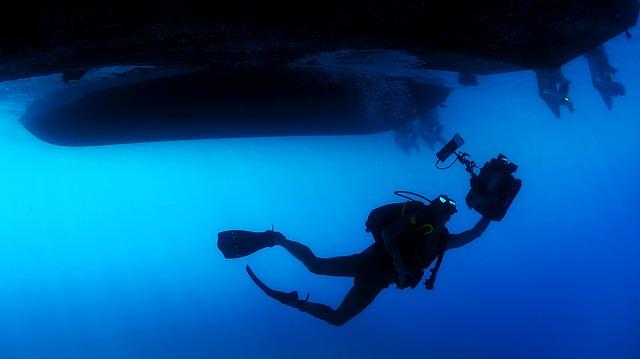 diver-85913_640