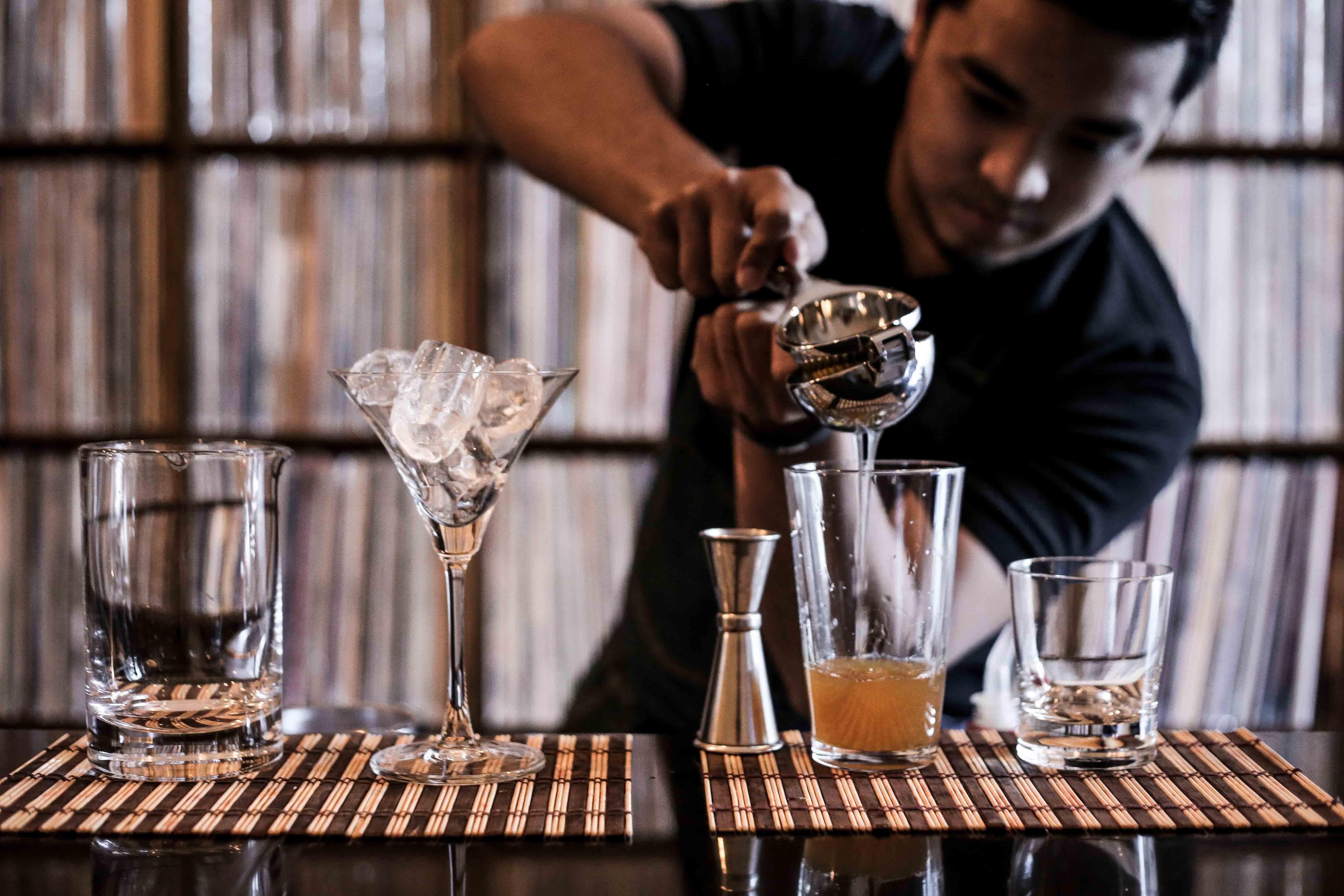 This 15 Seater Bar Has Over 9 000 Vinyl Records Nolisoli