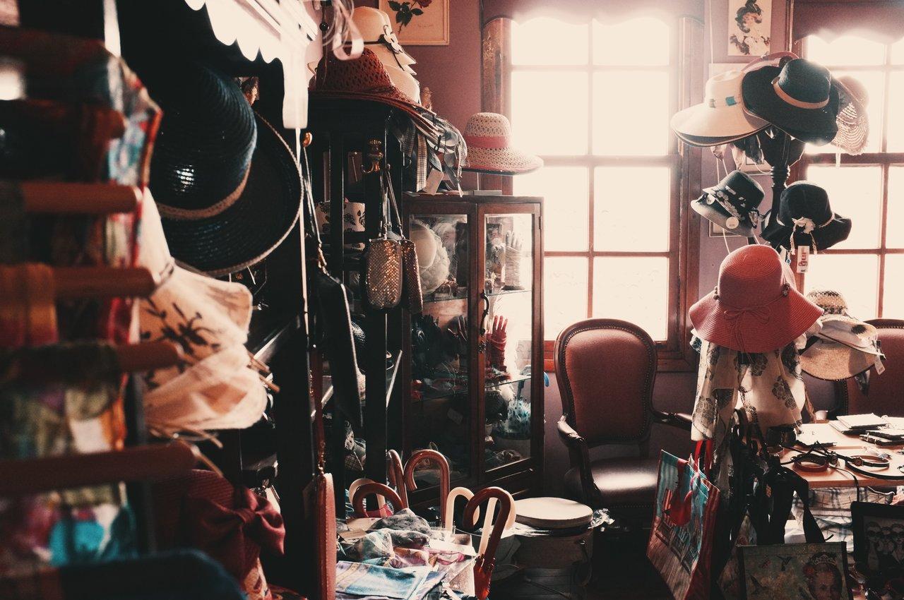 nolisoli fixture thrift shopping second-hand