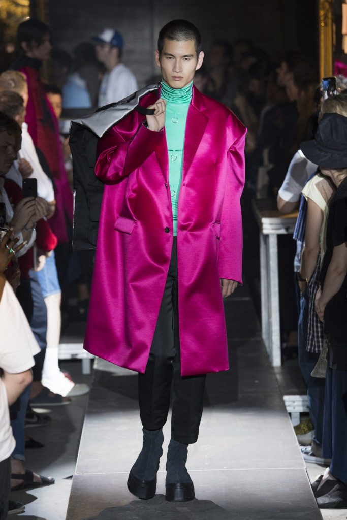 Raf Simons ss 19 Vogue Runway Photo: Yannis Vlamos / Indigital.tv