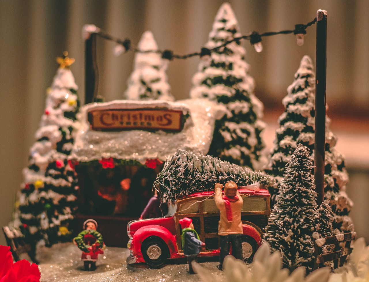 Best Places To Buy Christmas Decor Aside From Bazaars Nolisoli